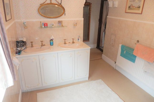 En-Suite of Rectory Lane, Ramsey CO12