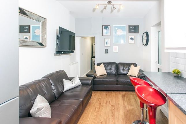 Thumbnail Shared accommodation to rent in Inverness Place, Cardiff