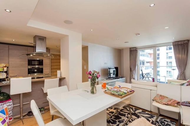 2 bed flat to rent in Lensbury Avenue, London
