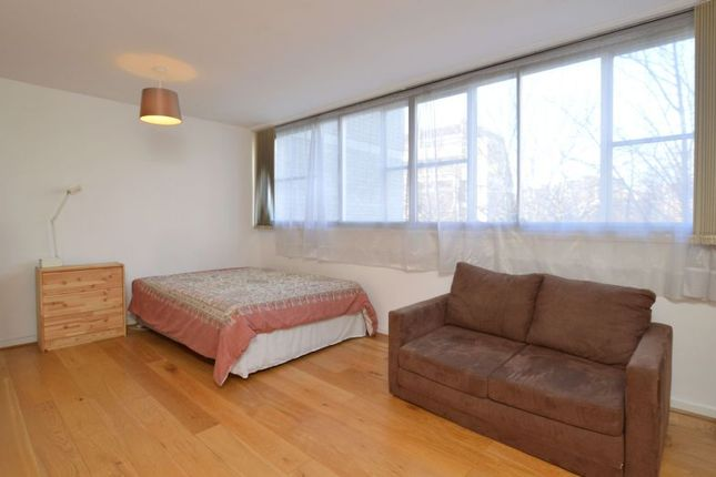 Flat to rent in North Rise, St George's Fields, London