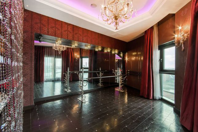 Flat for sale in Vicentia Court, Battersea