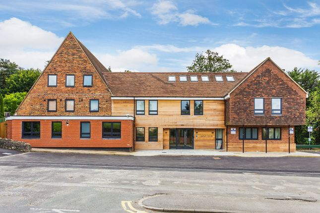 Thumbnail Flat to rent in Church Lane, Oxted
