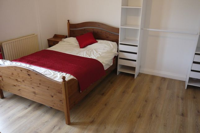 Thumbnail Shared accommodation to rent in Waterloo Road, Gillingham