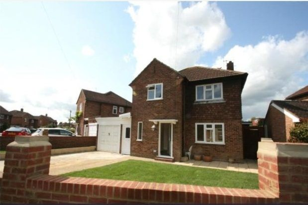 Thumbnail Property to rent in Sangers Drive, Horley