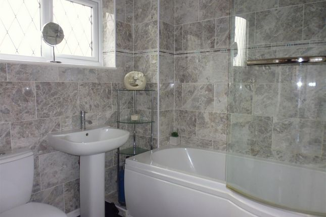 Bathroom of Glentham Court, High Street, Glentham LN8