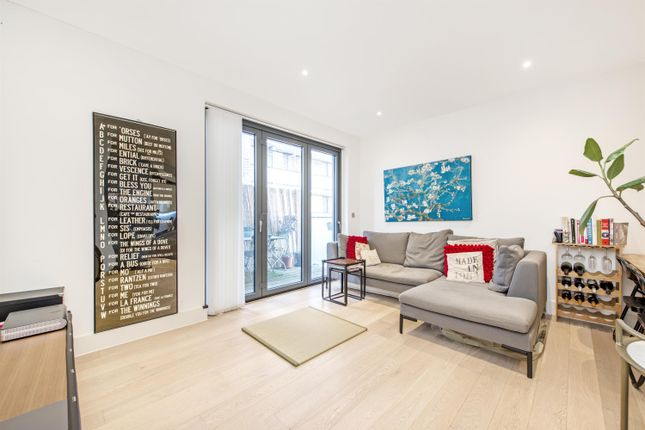 Thumbnail Flat for sale in Whiston Road, London
