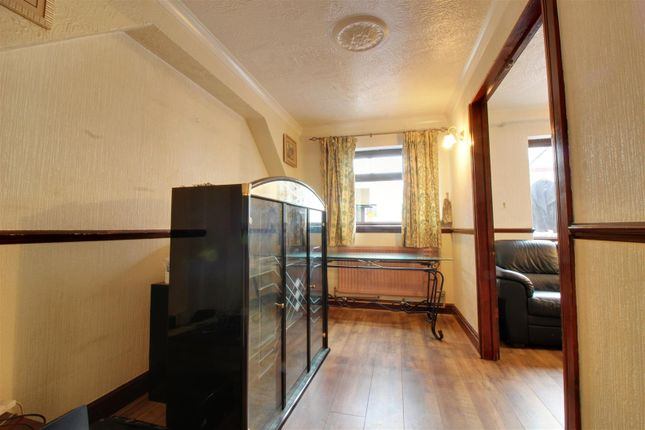 Peakes Lane Cheshunt Waltham Cross En7 5 Bedroom