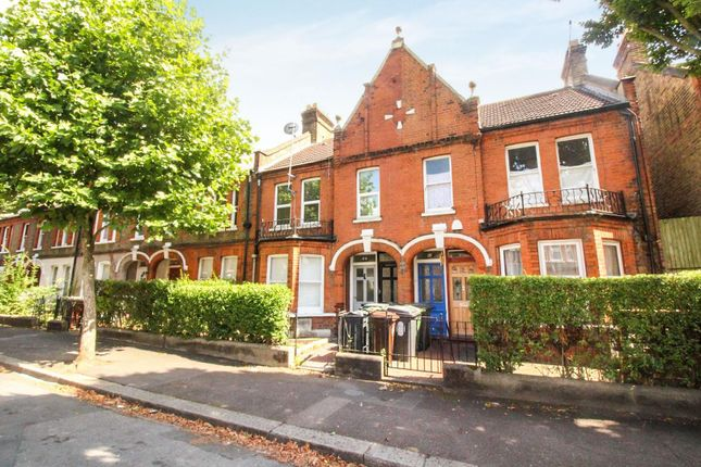 3 bed flat for sale in Chewton Road, London