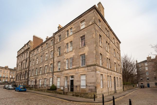 2 bedroom flat to rent in Cornwallis Place, New Town, Edinburgh
