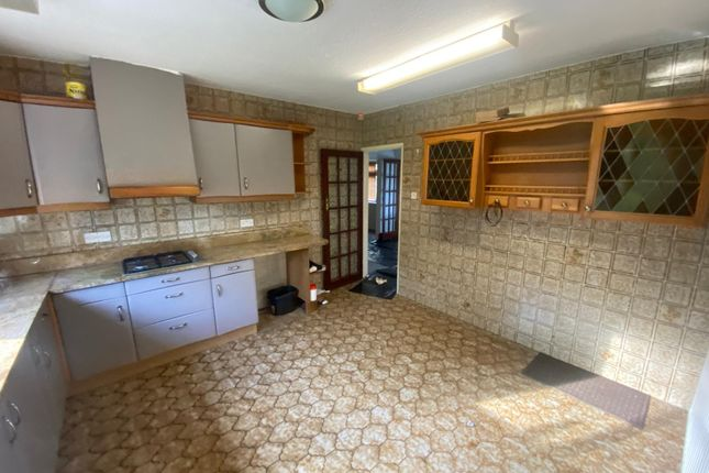 Thumbnail Detached bungalow to rent in Tomswood Road, Chigwell
