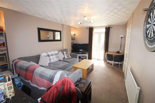 Lounge of Wengraig Road, Tonypandy, Rct CF40