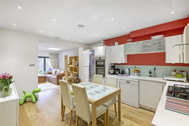 Thumbnail Flat for sale in Huron Road, London