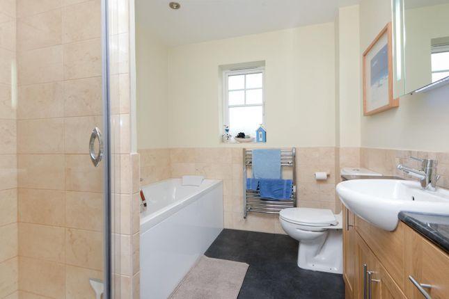Family Bathroom of Penny Cress Gardens, Maidstone ME16