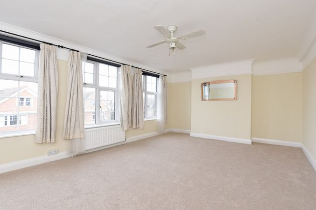 Thumbnail Flat to rent in Grand Parade, East Sheen