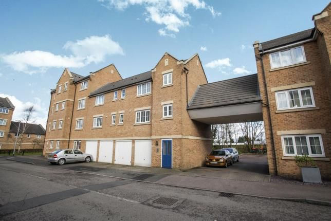 Thumbnail Flat for sale in Bramley Court, Luton Road, Dunstable, Bedfordshire