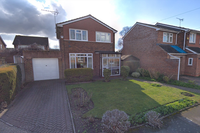 Detached house to rent in Daventry Close, Colnbrook, Slough