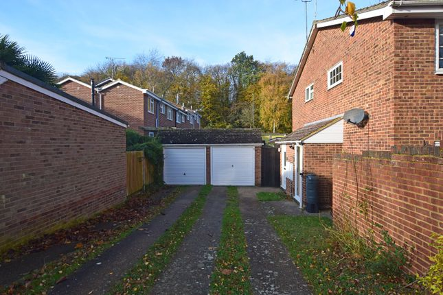 Thumbnail Terraced house for sale in Meadowdown Close, Hempstead