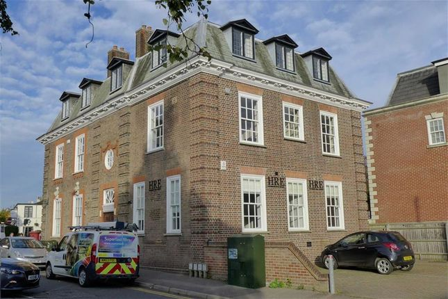 Thumbnail Flat to rent in South Park, Gerrards Cross