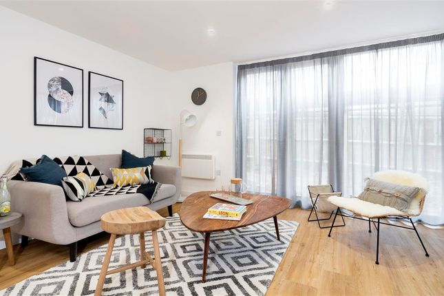 Thumbnail Flat for sale in Highlands Road, Fareham