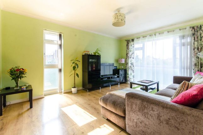 Thumbnail Flat for sale in Abbey Road, Bush Hill Park