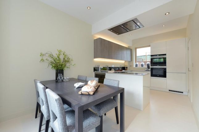 Thumbnail Terraced house for sale in Gibsons Place, Brentford