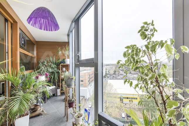 1 bed flat for sale in Lombard Road, London