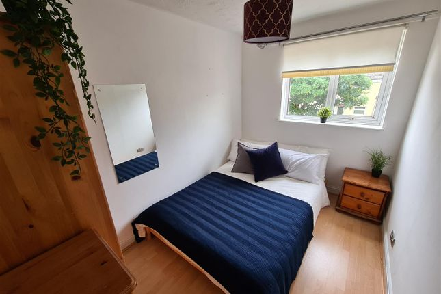 Room to rent in Ombersley Close, Redditch B98