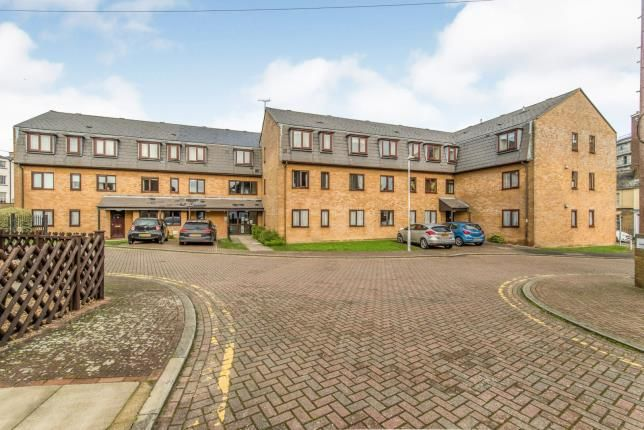 2 bed flat for sale in Pilots Place, Gravesend, Kent, England DA12