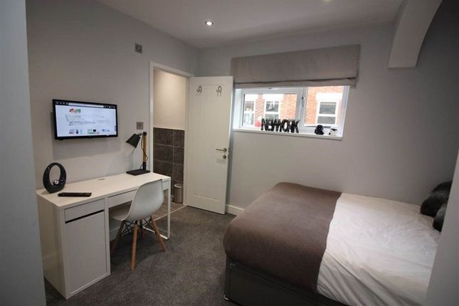 Thumbnail Room to rent in Hythe Road, Swindon