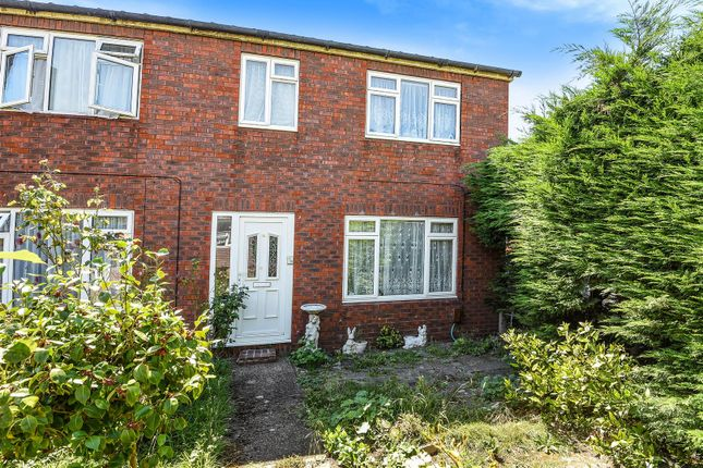 3 bed property for sale in Rutland Close, Epsom