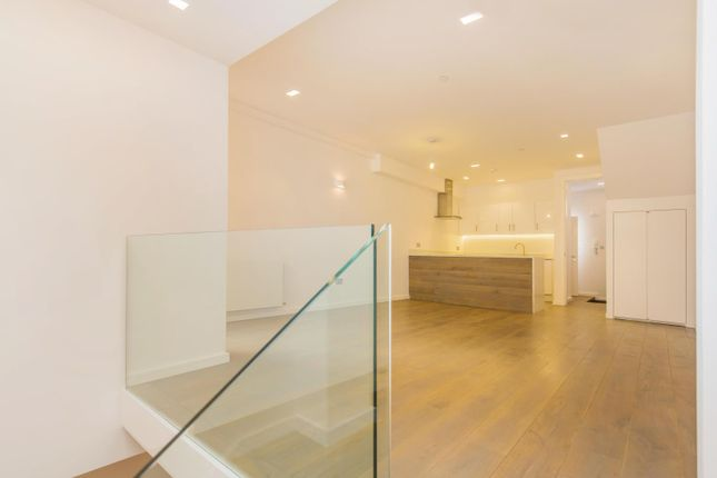 Thumbnail Terraced house to rent in Cedars Mews, London