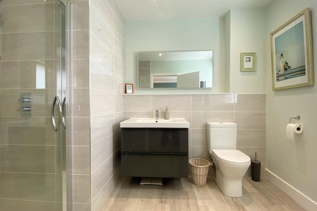 En Suite of Birchwood Road, Lower Parkstone, Poole BH14