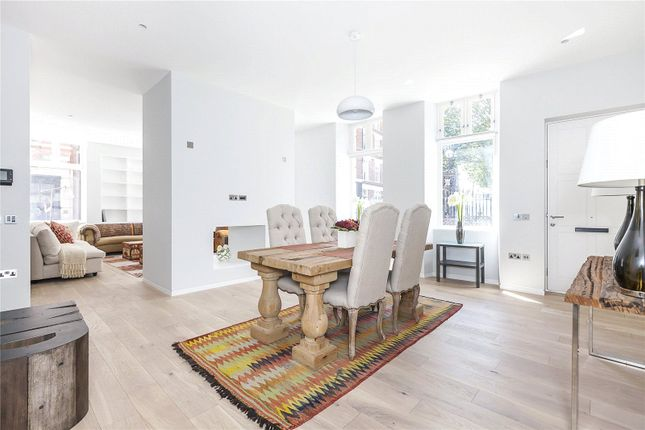 Thumbnail Flat for sale in Charterhouse Square, London