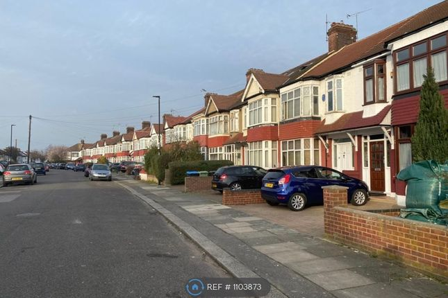 Room to rent in Munster Gardens, London
