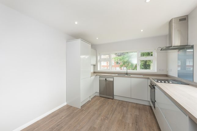 Thumbnail Maisonette to rent in Bromet Close, Watford