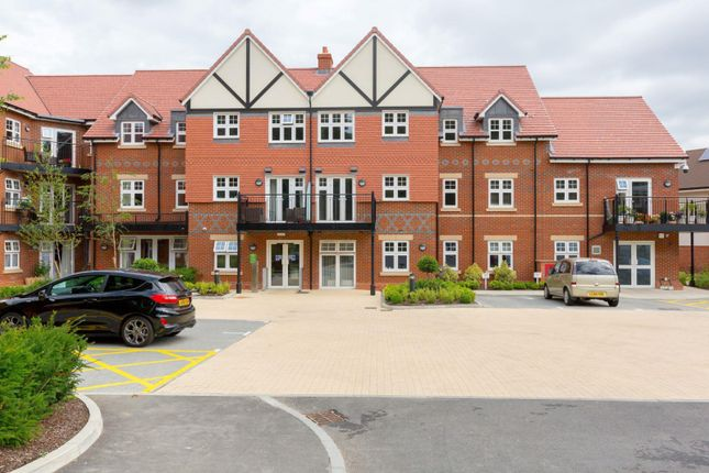 Thumbnail Flat to rent in Rutherford House, Marple Lane, Chalfont St. Peter, Buckinghamshire