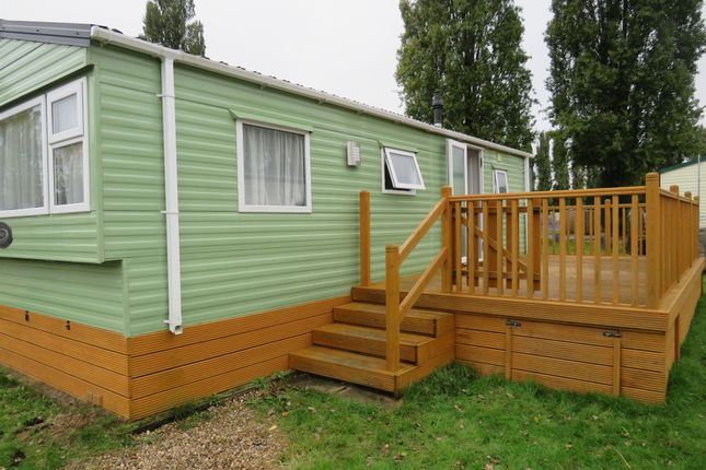 2 bed mobile/park home for sale in The Manor, Billing Garden Village, Northampton NN3