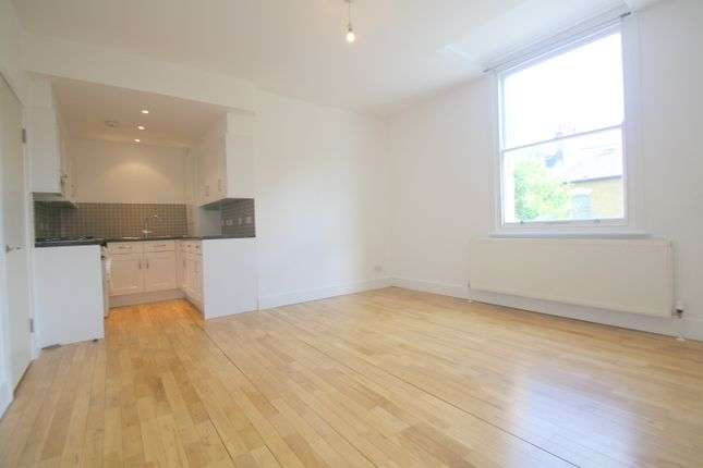 Flat to rent in Goulton Road, Clapton