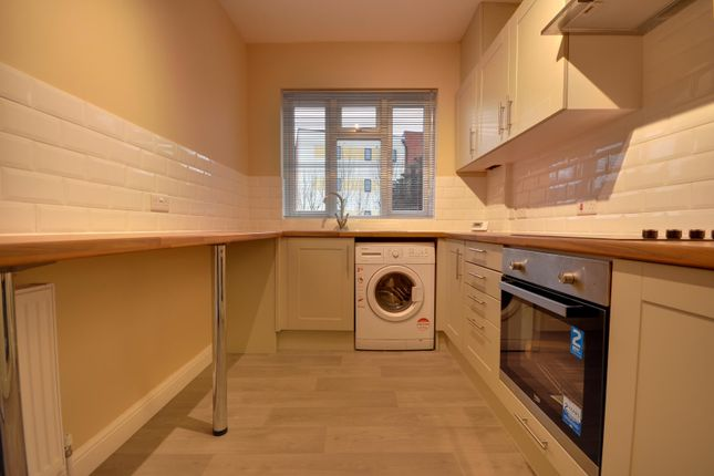 2 bed flat to rent in Bridge Street, Pinner, Middlesex