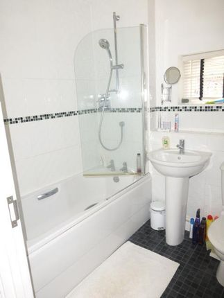 Bathroom of Basswood Drive, Basingstoke RG24