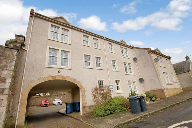 Flat for sale in Broomgate, Lanark