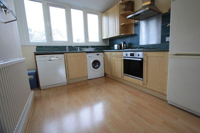 3 bed flat to rent in Tregunter Road, Chelsea SW10