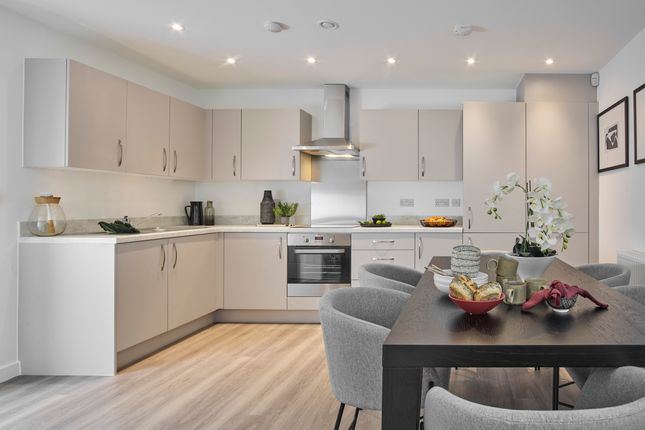 2 bed flat for sale in Station Road, Hook RG27