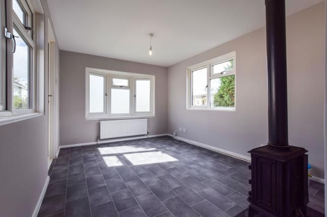 Thumbnail Mobile/park home for sale in Grosvenor Avenue, Kings Langley, Hertfordshire