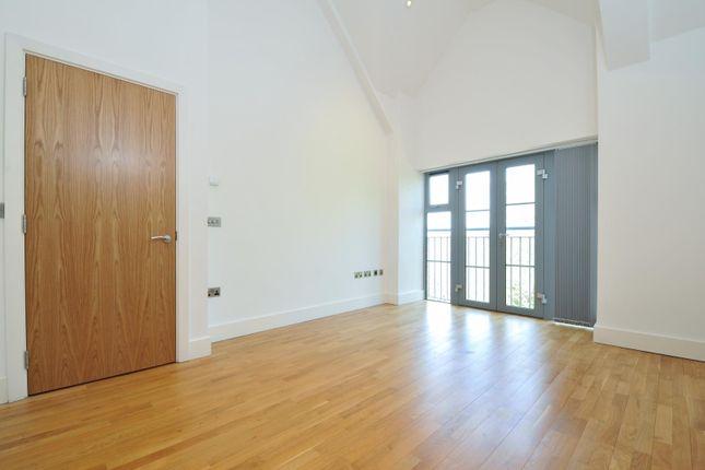 Thumbnail Flat to rent in Oak End Way, Gerrards Cross, Bucks.