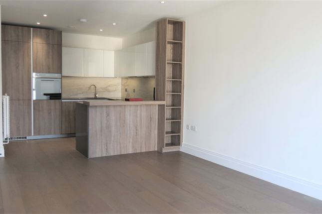 Thumbnail Flat to rent in Queenshurst Square, Kington Upon Thames