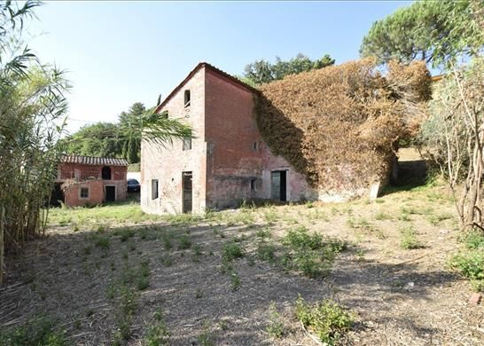 Farmhouse for sale in Lucca, Tuscany, Italy