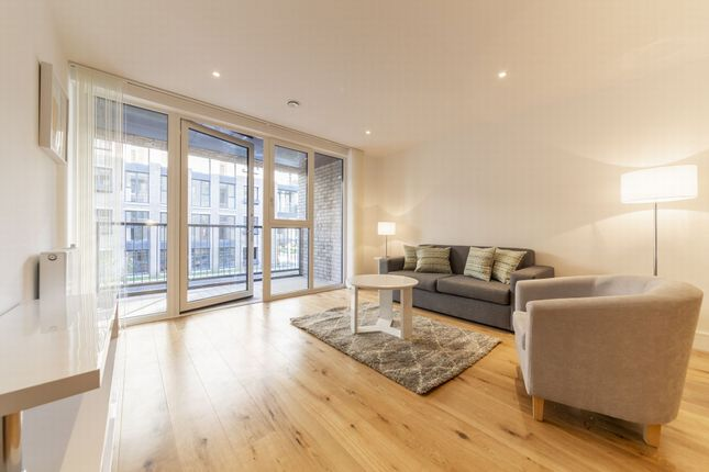 Flat to rent in Harbourside Court, 4 Gullivers Walk, London, London