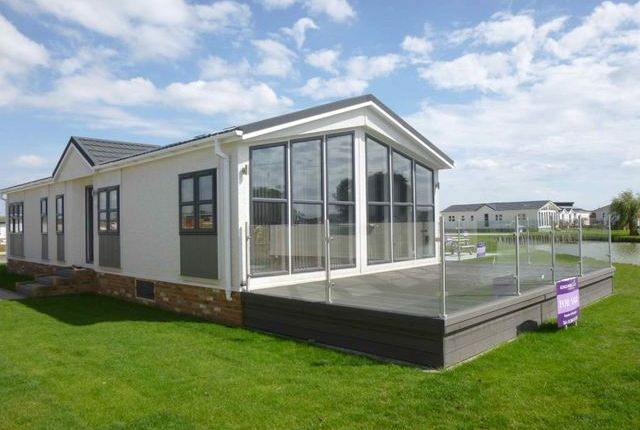 Thumbnail Mobile/park home for sale in Wold Retreat, Caistor