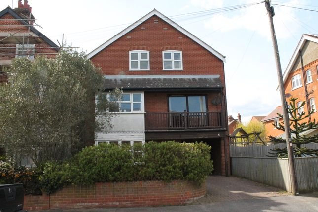 5 bed detached house to rent in Bath Road, Felixstowe